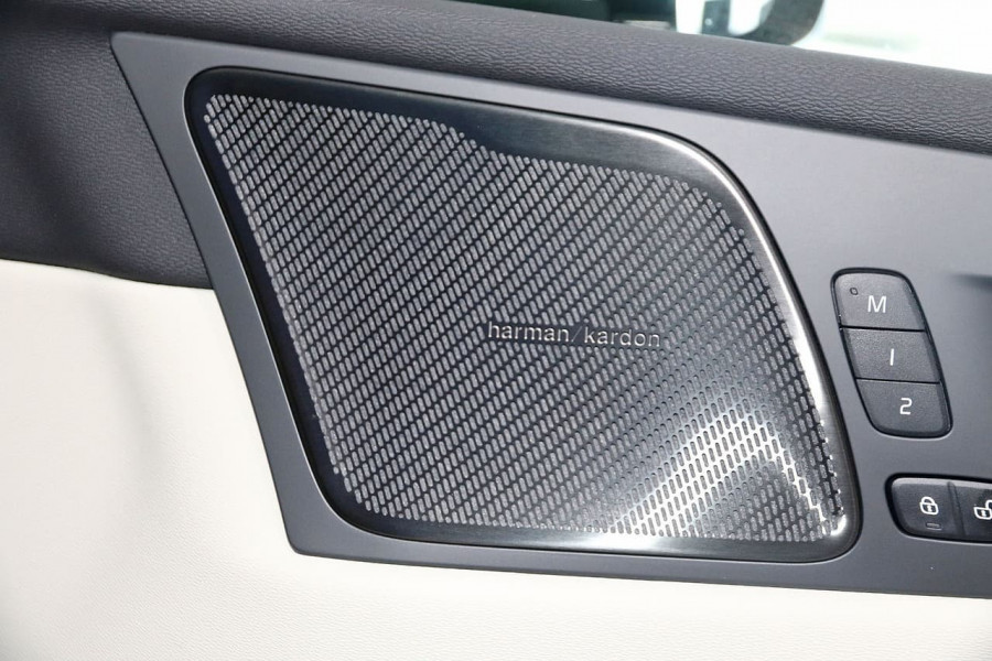 2020 MY21 Volvo XC60 UZ D4 Momentum Suv Image 4