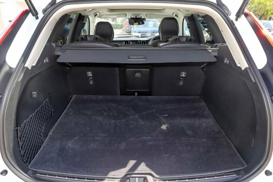 2020 Volvo XC60 UZ D4 Momentum Suv Image 10