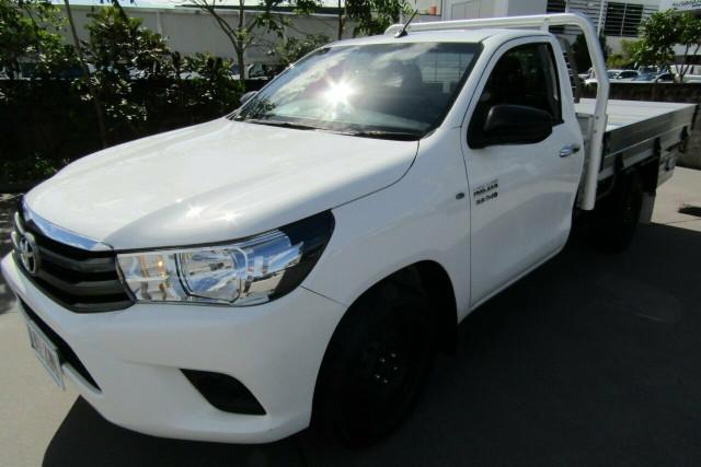 2015 Toyota Hilux GUN123R SR 4x2 Cab chassis Image 3