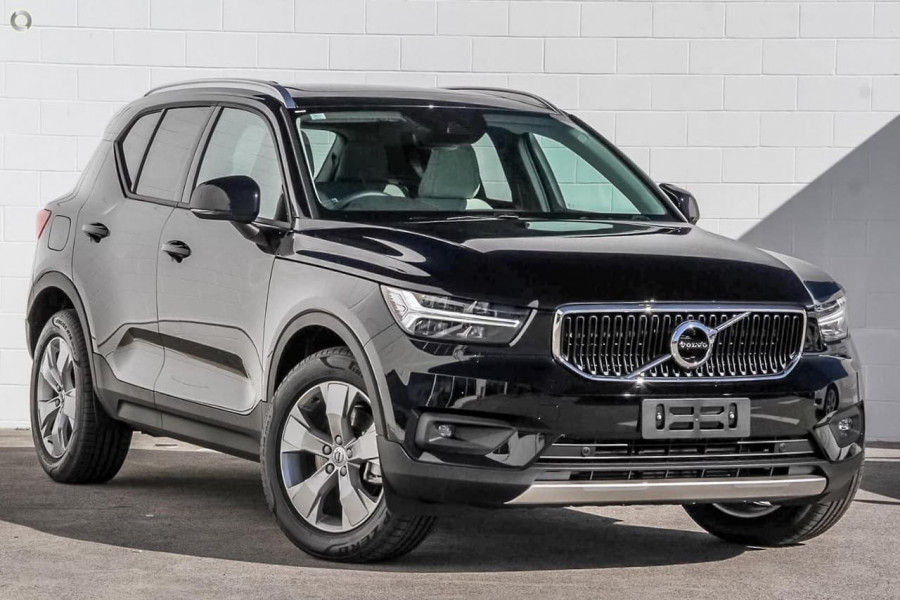 2019 Volvo XC40 T4 Momentum Suv Mobile Image 1