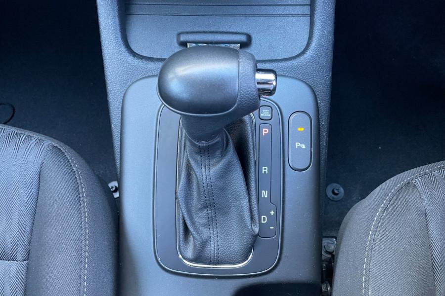 2016 Kia Cerato YD S Hatchback Image 15