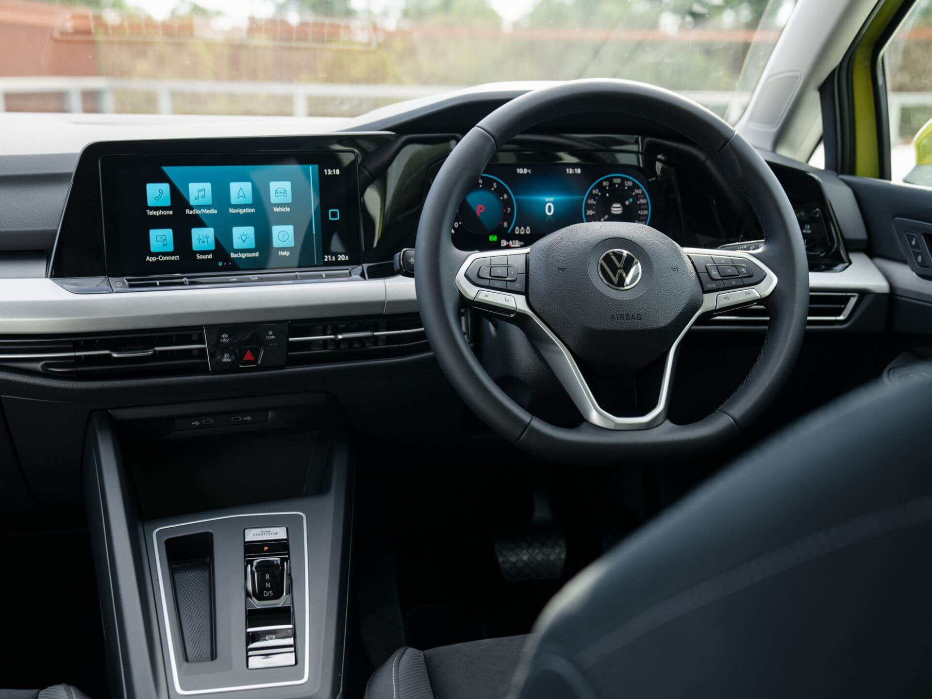 Immerse yourself in the drive Digital Cockpit Image