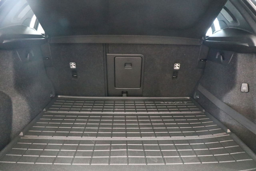 2021 Volvo XC40 XZ T5 R-Design Suv Image 20
