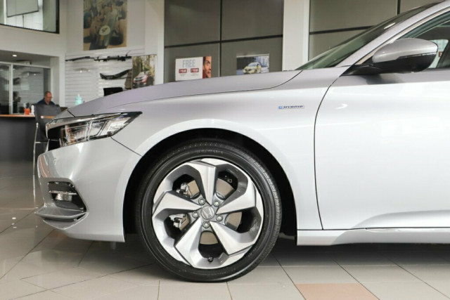 2019 Honda Accord 10th Gen VTI-LX Hybrid Sedan Image 4