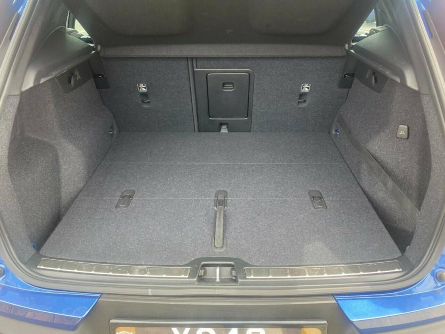 2020 Volvo XC40 XZ T5 R-Design Suv Image 8