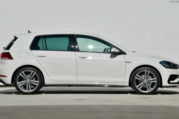 2020 Volkswagen Golf 7.5 110TSI Highline Hatchback Image 3