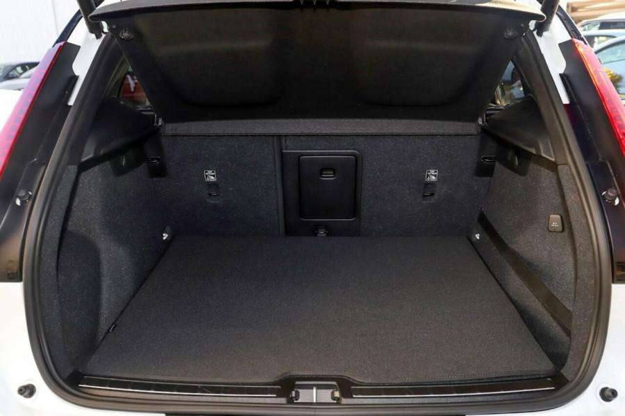 2020 Volvo XC40 T5 R-Design Suv Mobile Image 9