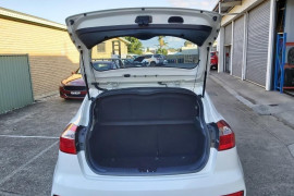 2015 Kia Rio UB  S Hatchback Mobile Image 5