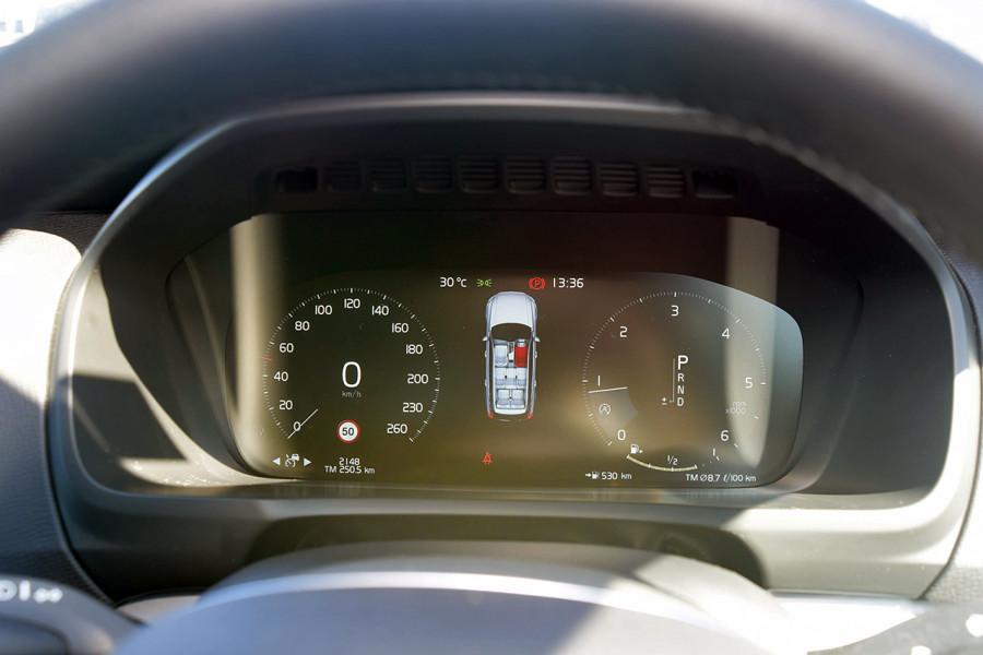 2019 Volvo XC90 L Series D5 Momentum Suv Mobile Image 11