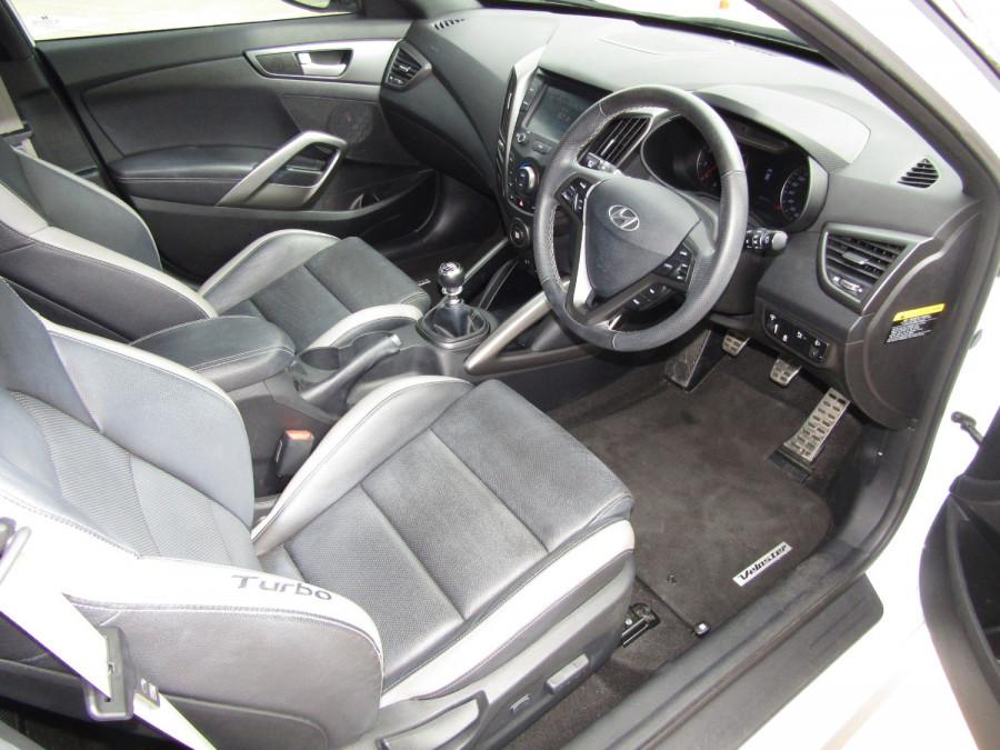 2017 Hyundai Veloster FS5 Series II SR Turbo Hatchback Image 20