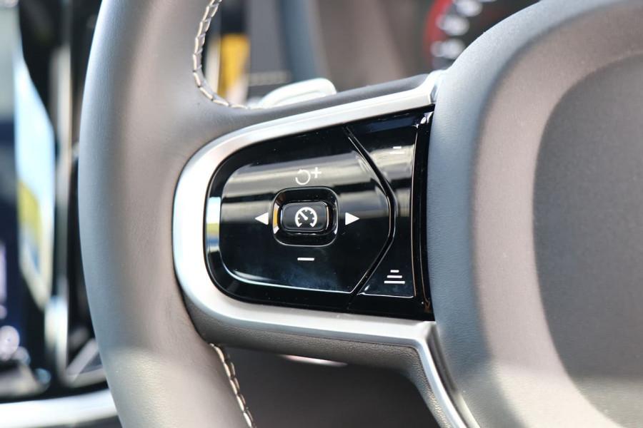 2020 Volvo S60 Z Series T5 R-Design Sedan Mobile Image 10