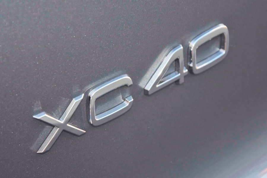 2019 [SOLD]    Mobile Image 11