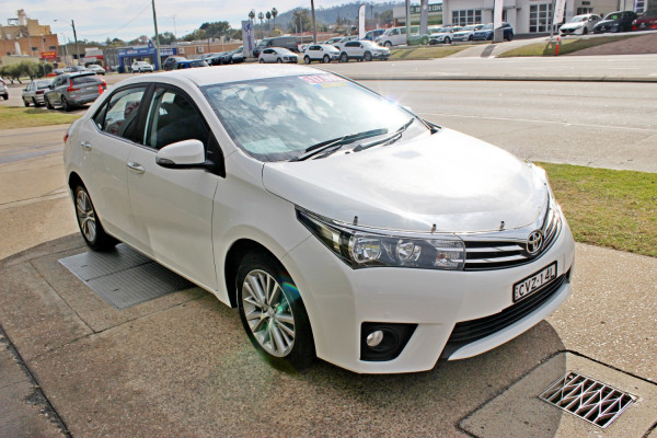 2014 Toyota Corolla ZRE172R SX Sedan Image 4
