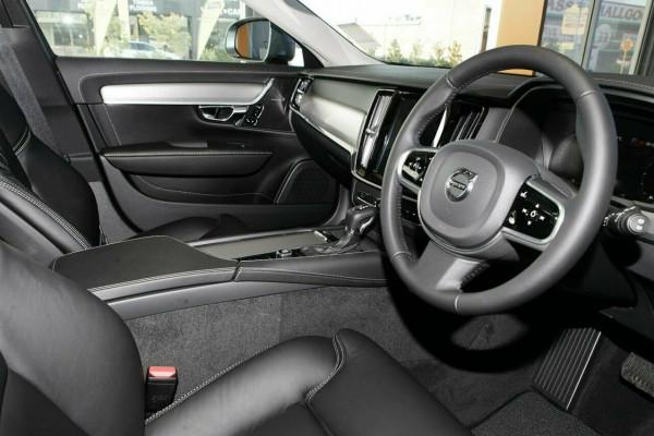 2019 Volvo V90 Cross Country D5 Wagon Image 5