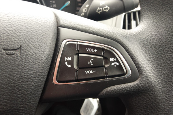 2017 Ford Focus LZ TREND Hatchback Mobile Image 16