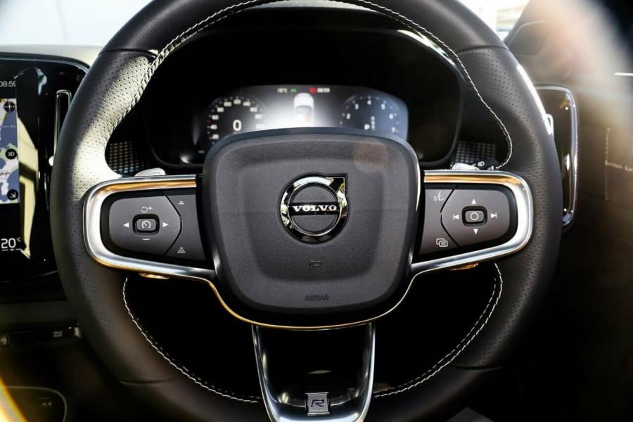 2020 Volvo XC40 T5 R-Design Suv Mobile Image 15