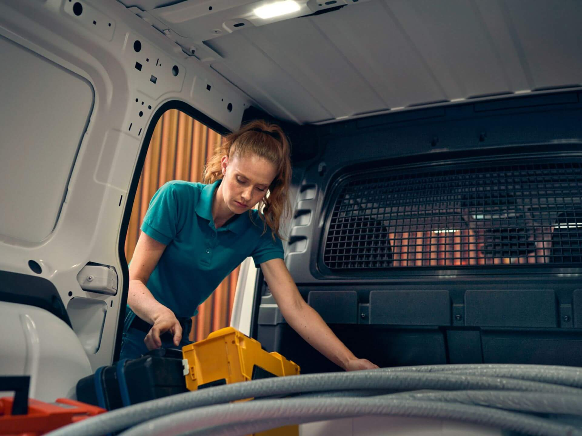 A flexible worker Cargo Space Solutions Image