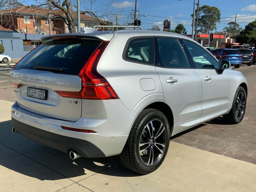 2019 MY20 Volvo XC60 246 MY20 D4 Momentum (AWD) Suv Image 4