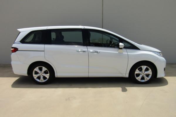 2016 Honda Odyssey 5th Gen VTi Wagon Image 2