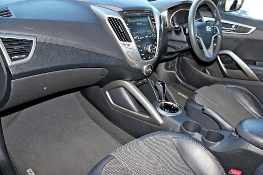 2012 Hyundai Veloster FS Hatchback Image 9