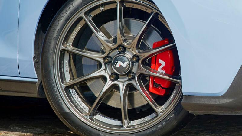 "<img src=""19"" OZ lightweight alloy wheel set."
