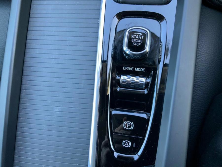 2019 MY20 Volvo XC60 246 MY20 D4 Momentum (AWD) Suv Image 17