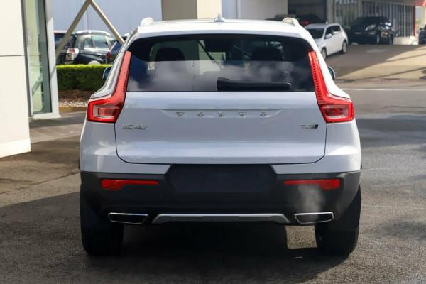 2020 Volvo XC40 XZ T4 Inscription Suv Image 3