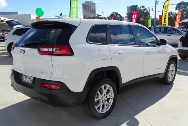 2015 Jeep Cherokee Sport 5 of 26