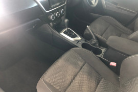 2013 Toyota Corolla ZRE182R Ascent Hatchback Image 5