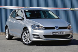 Volkswagen Golf 103TSI Highline 7