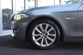 2010 BMW 5 Series F10 528i Sedan Image 5