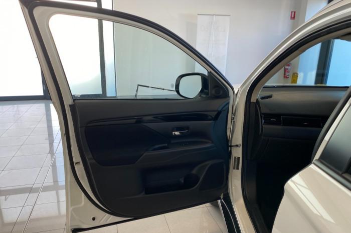 2018 MY19 Mitsubishi Outlander ZL MY19 ES Suv Image 15