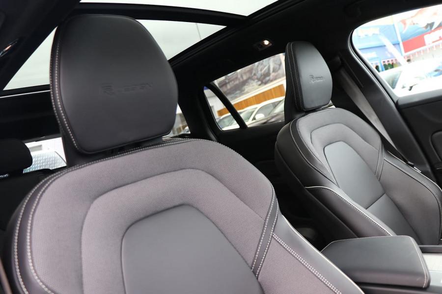 2020 Volvo V60 T5 R-Design T5 R-Design Wagon Mobile Image 14