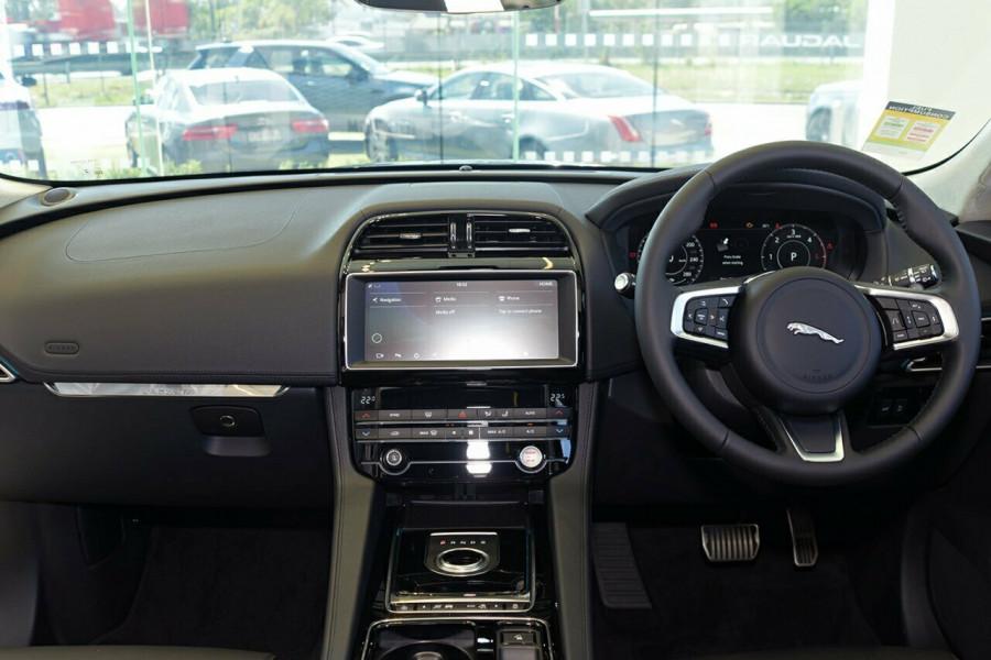 2018 MY19 Jaguar F-pace X761 MY19 30d Suv Mobile Image 4