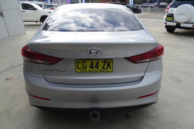 2016 Hyundai Elantra Active 12 of 27