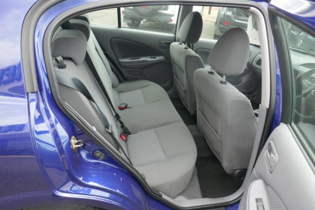 2002 Nissan Pulsar Hatchback 15 of 16