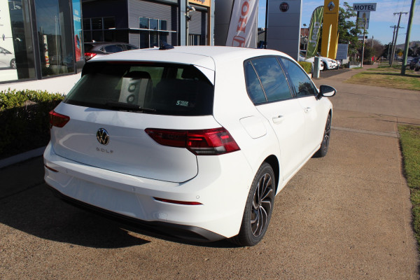 2021 Volkswagen Golf 8 110TSI Life Hatch Image 5
