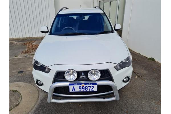 2011 Mitsubishi Outlander ZH  Activ Suv Image 5