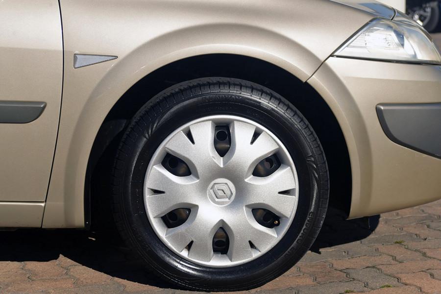 2006 Renault Megane II L84 Expression Sedan Mobile Image 5