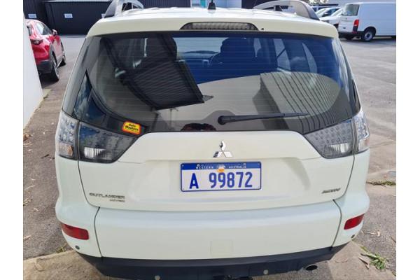 2011 Mitsubishi Outlander ZH  Activ Suv Image 4