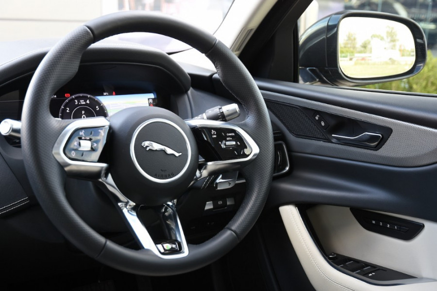 2019 MY20 Jaguar XE X760 R-Dynamic SE Sedan Image 9