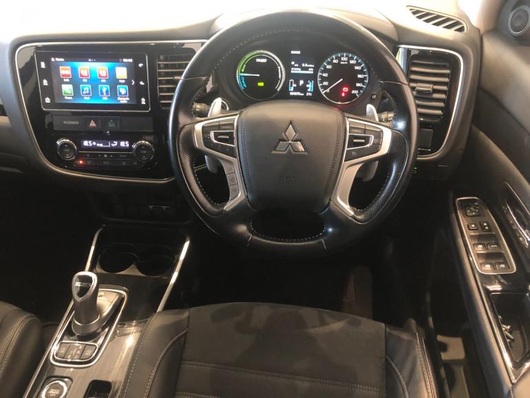 2017 Mitsubishi Outlander ZK PHEV LS Awd wagon Image 6