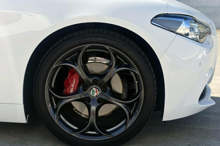 2017 Alfa Romeo Giulia Sedan Mobile Image 4