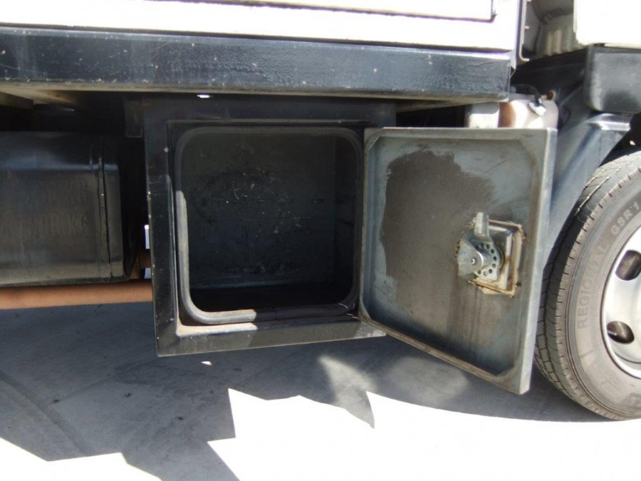 2002 Hino trucks 300 Image 13