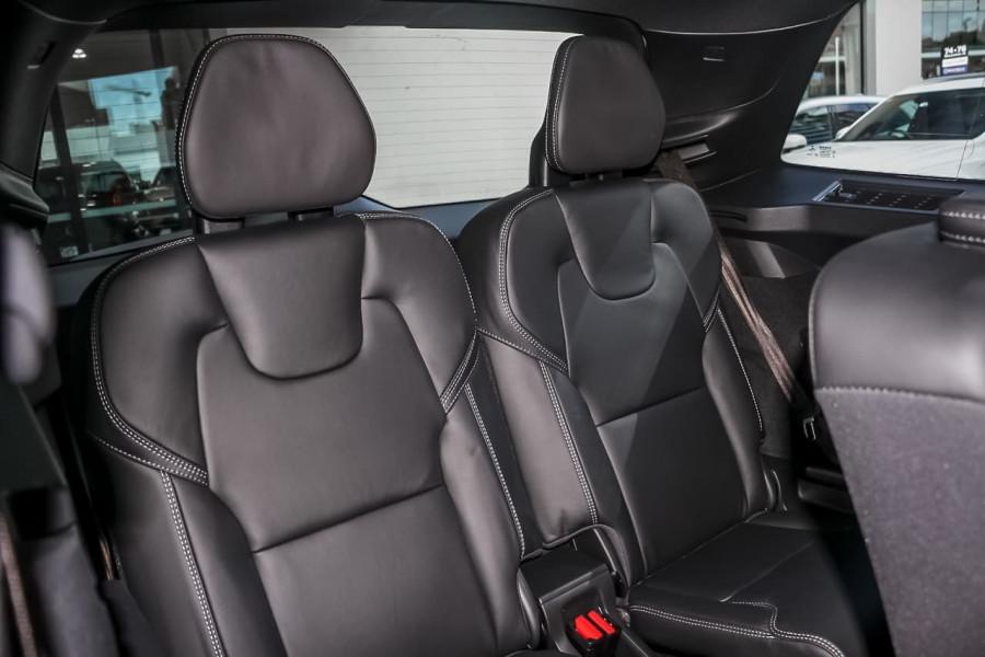 2021 Volvo XC90 L Series T6 R-Design Suv Image 9