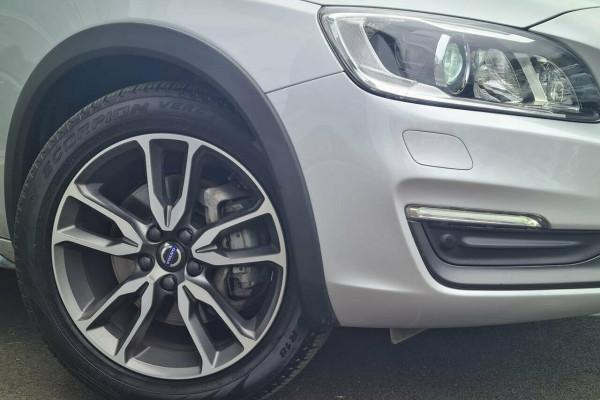 2016 Volvo V60 CC D4 LUX Wagon