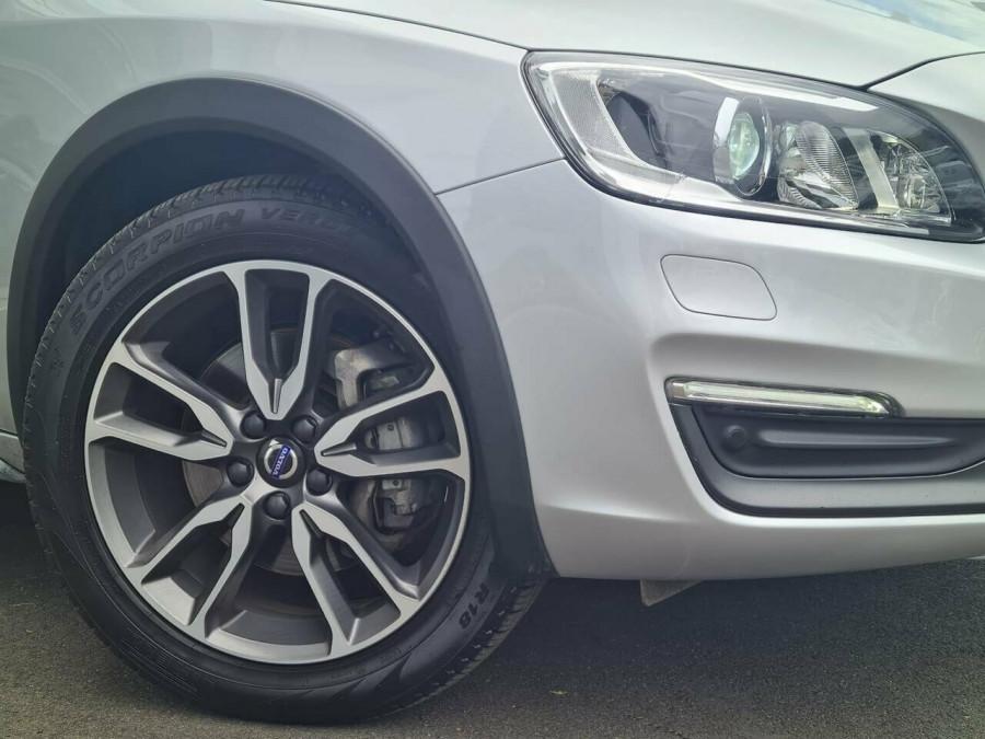 2016 Volvo V60 CC D4 LUX Wagon Image 2