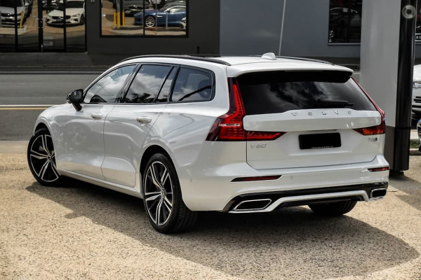 2020 Volvo V60 F-Series T5 R-Design Wagon Image 2