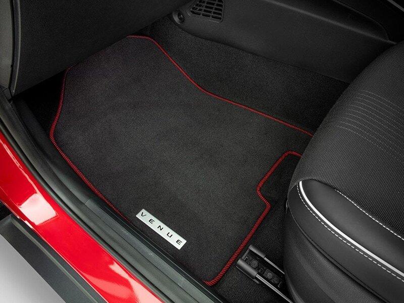 "<img src=""Tailored carpet floor mats (set of 4) - red edging"