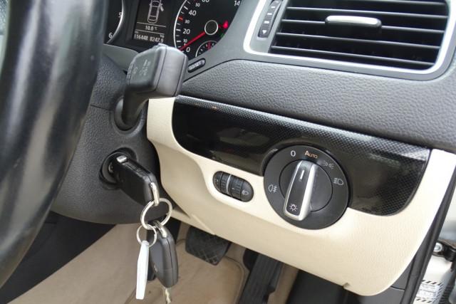 2011 Volkswagen Jetta 103TDI 17 of 24